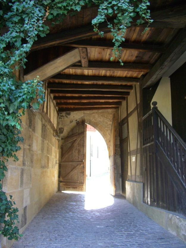 castle-gate-246353_1280